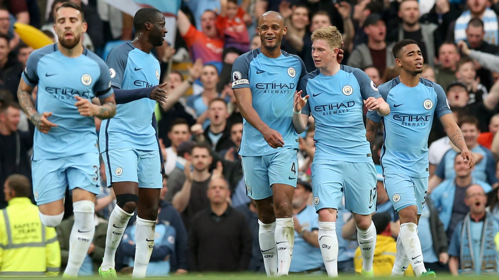 SUPER KEV: The team congratulate Kevin De Bruyne on his stunning strike