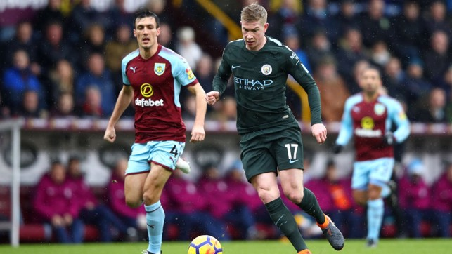 ​PROBING: Kevin De Bruyne looks to extend City's lead.