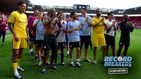 لاعبو مانشستر سيتي يحتفلون بعد المباراة
