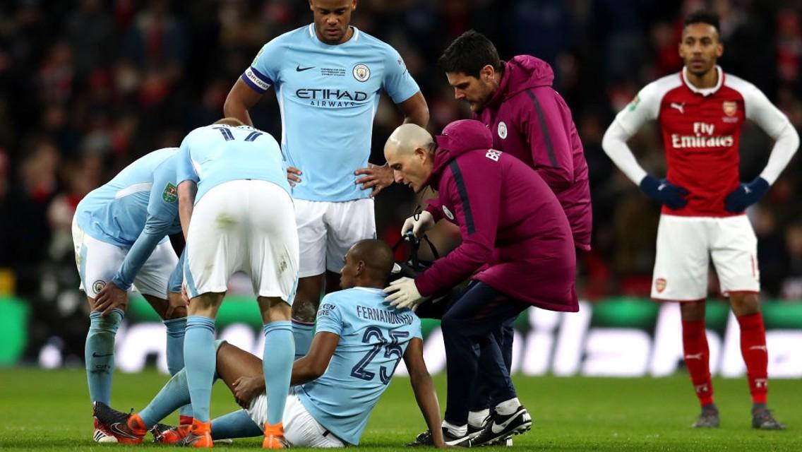 فيرناندينيو غادر الملعب مصابا.