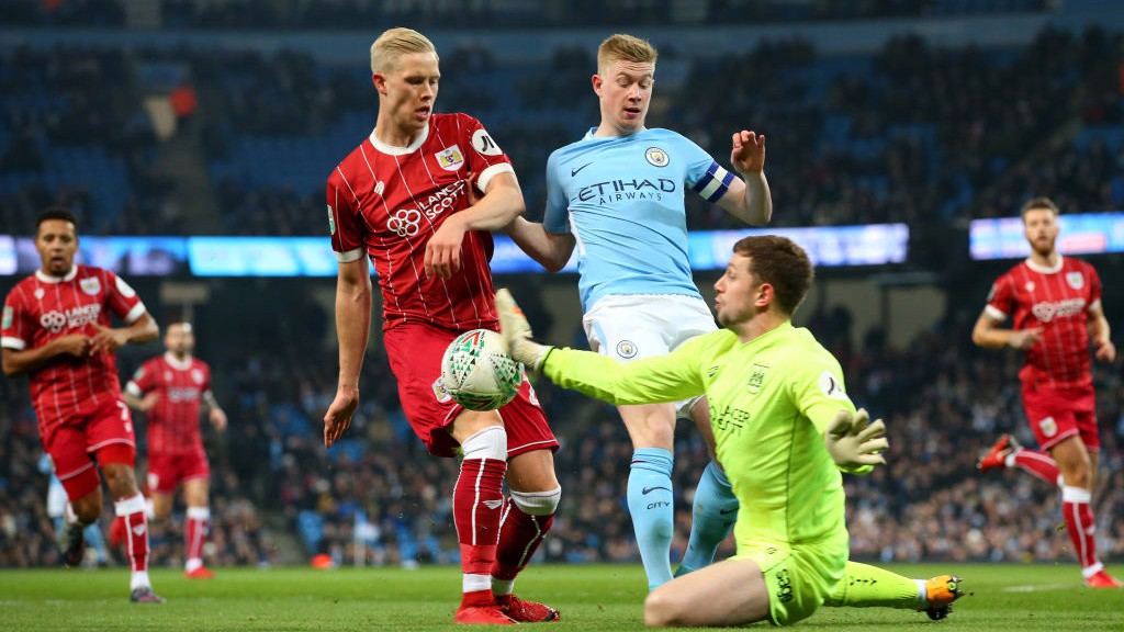 _Kevin De Bruyne forces some quick thinking from Bristol City 'keeper Frank Fielding_
