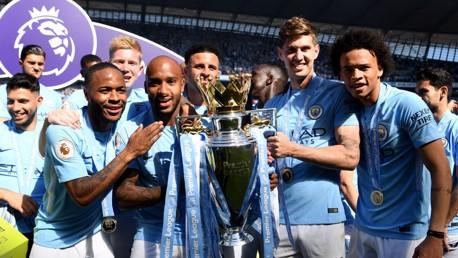 نجوم مانشستر سيتي يحتفلون بلقب الدوري الإنجليزي الممتاز.