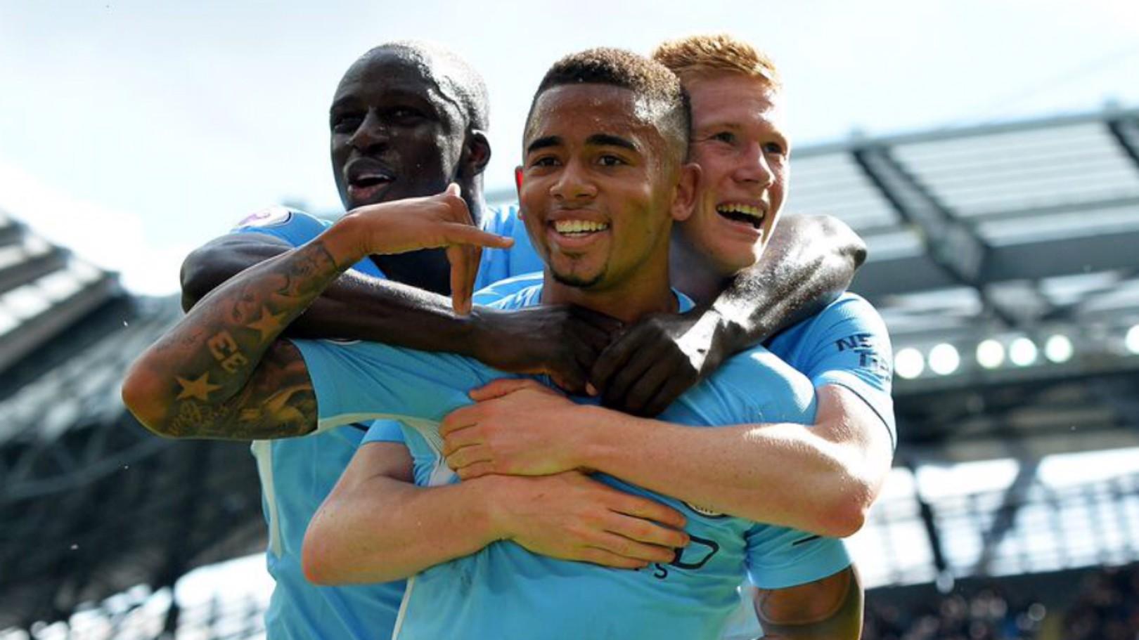 ALO MÃE: Gabriel Jesus célébrant l'un de ses buts face aux Reds.