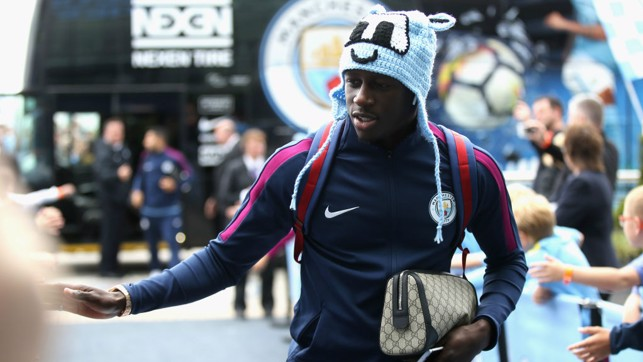 Style Icon: Mendy exits the team bus donning Moonchester hat