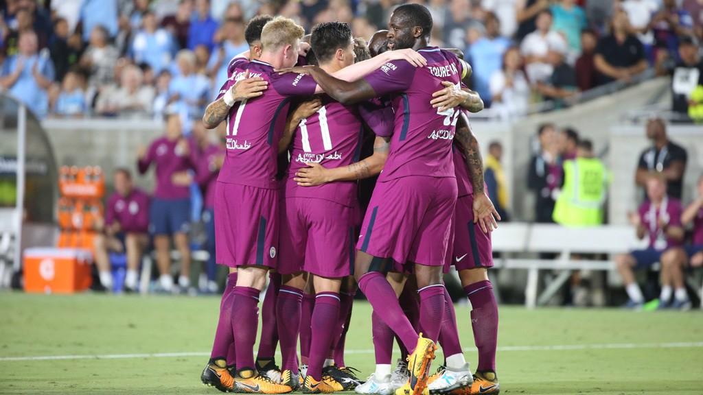 Los jugadores del Manchester City celebran uno de los tantos ante el Real Madrid durante la gira norteamericana.