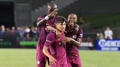 Celebrando o gol do espanhol Brahim Diaz