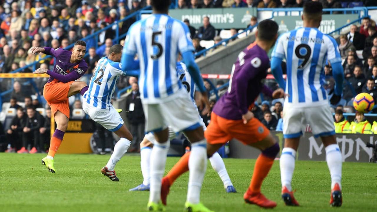 Inter de Milão chega a acordo verbal com o lateral Danilo, do Manchester City
