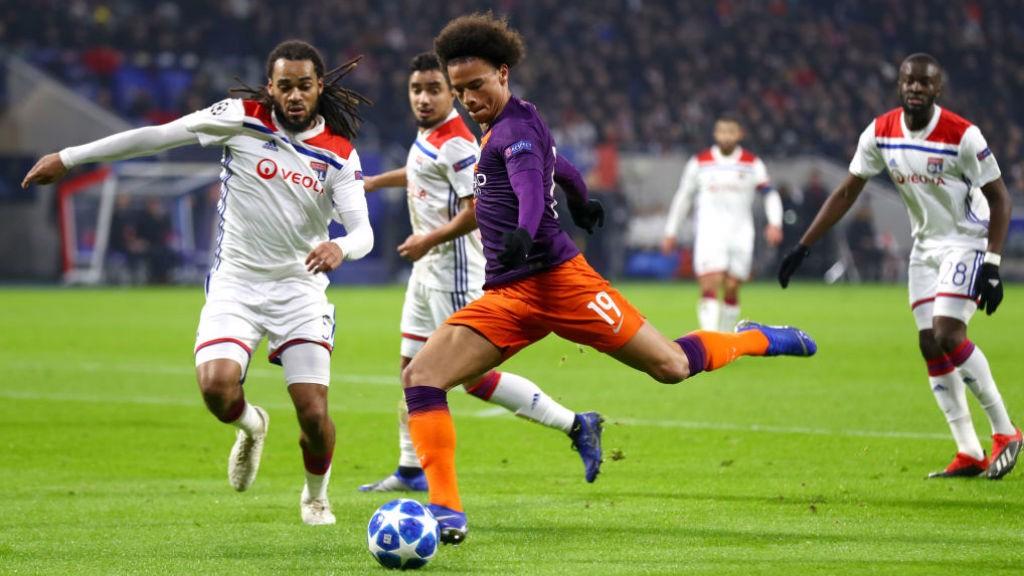 Leroy Sané prueba fortuna ante el Lyon.