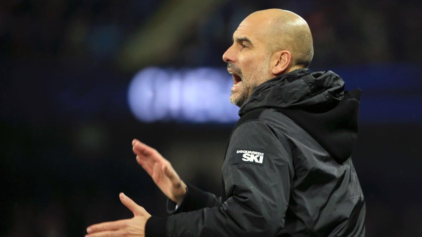 첼시 전 선수들을 독려하는 펩 과르디올라 감독