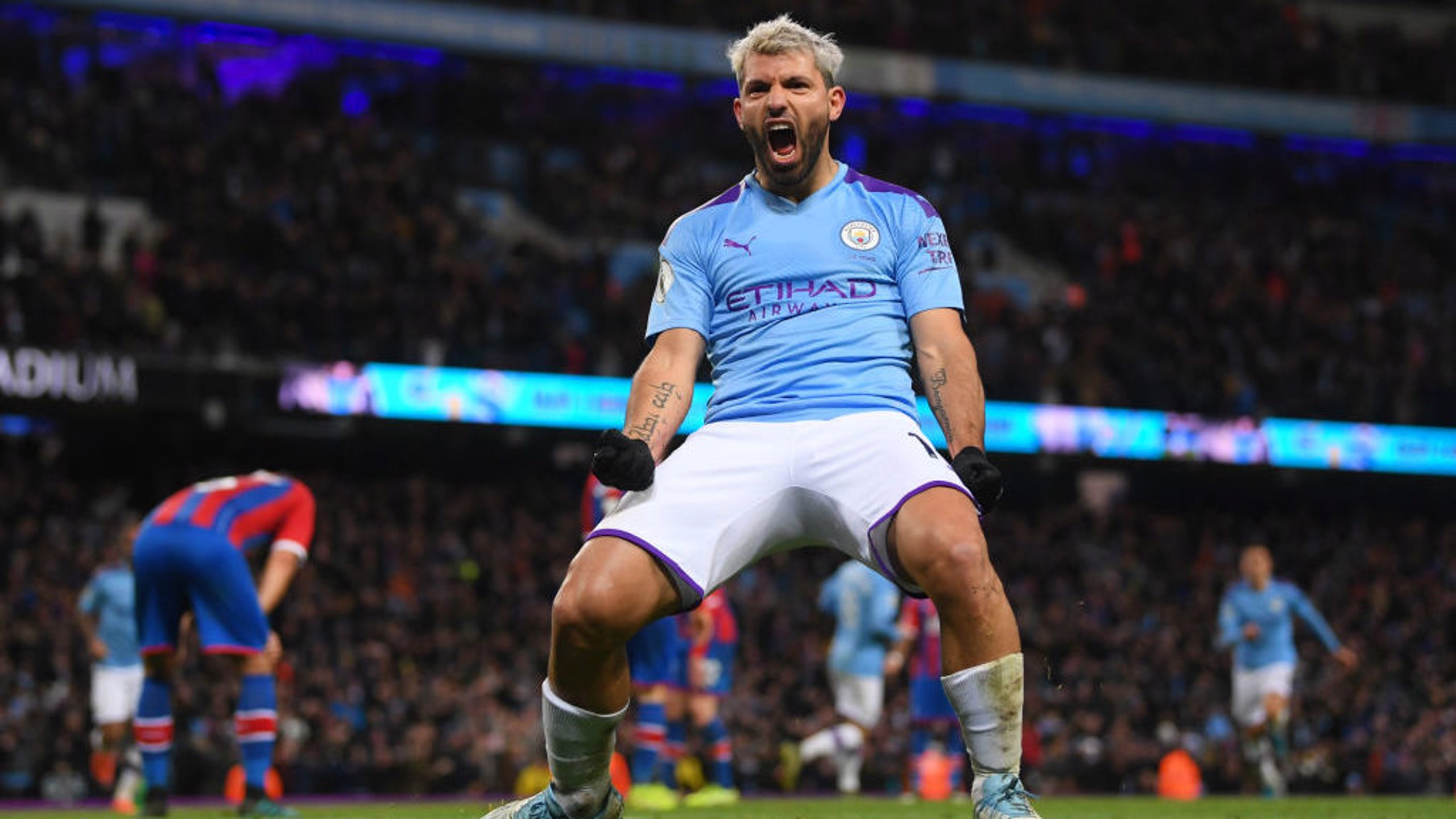 SUBUR: Sergio Aguero merayakan gol keduanya di pertandingan sekaligus yang ke-251 bagi City