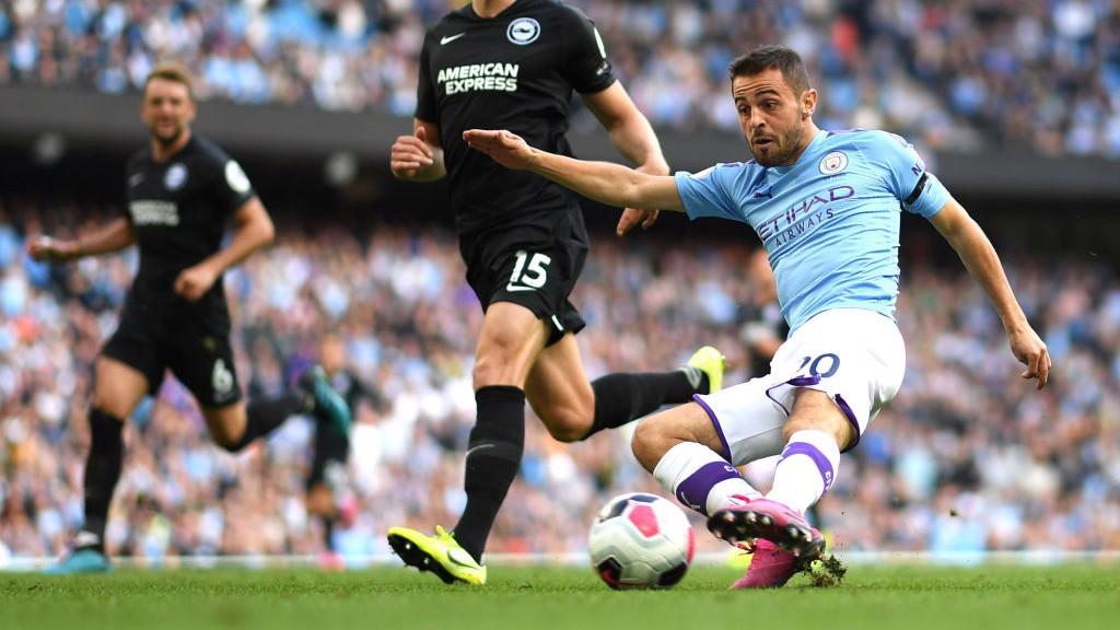 Dos toques, un gol para Bernardo.