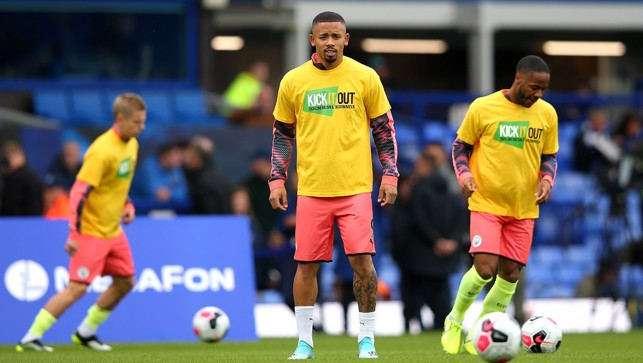 GABRIEL JESUS: Warms up with the Kick It Out t-shirt