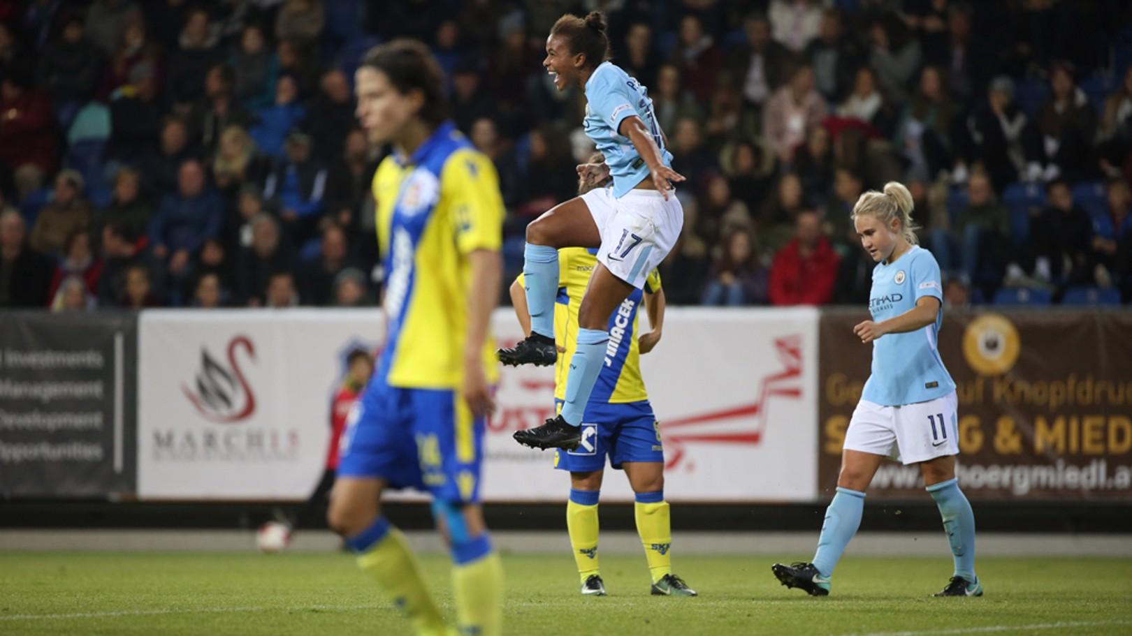 Nikita Parris celebra un gol ante el St Pölten.