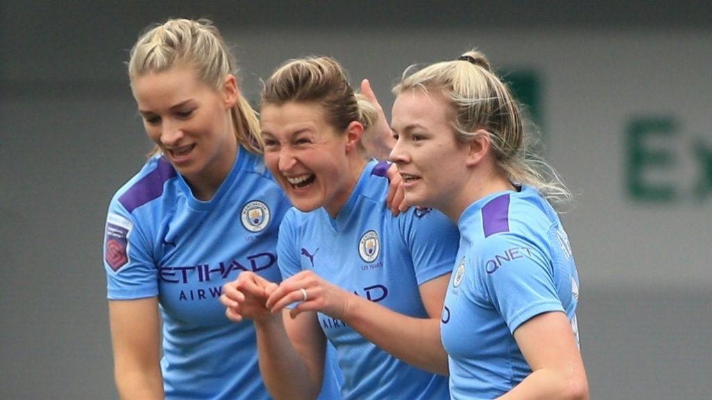 Ellen White celebra su primer gol liguero con el Manchester City.