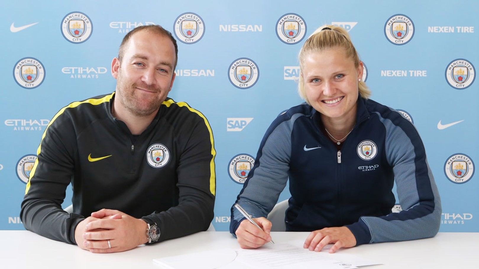 Mie Jans firma por el City