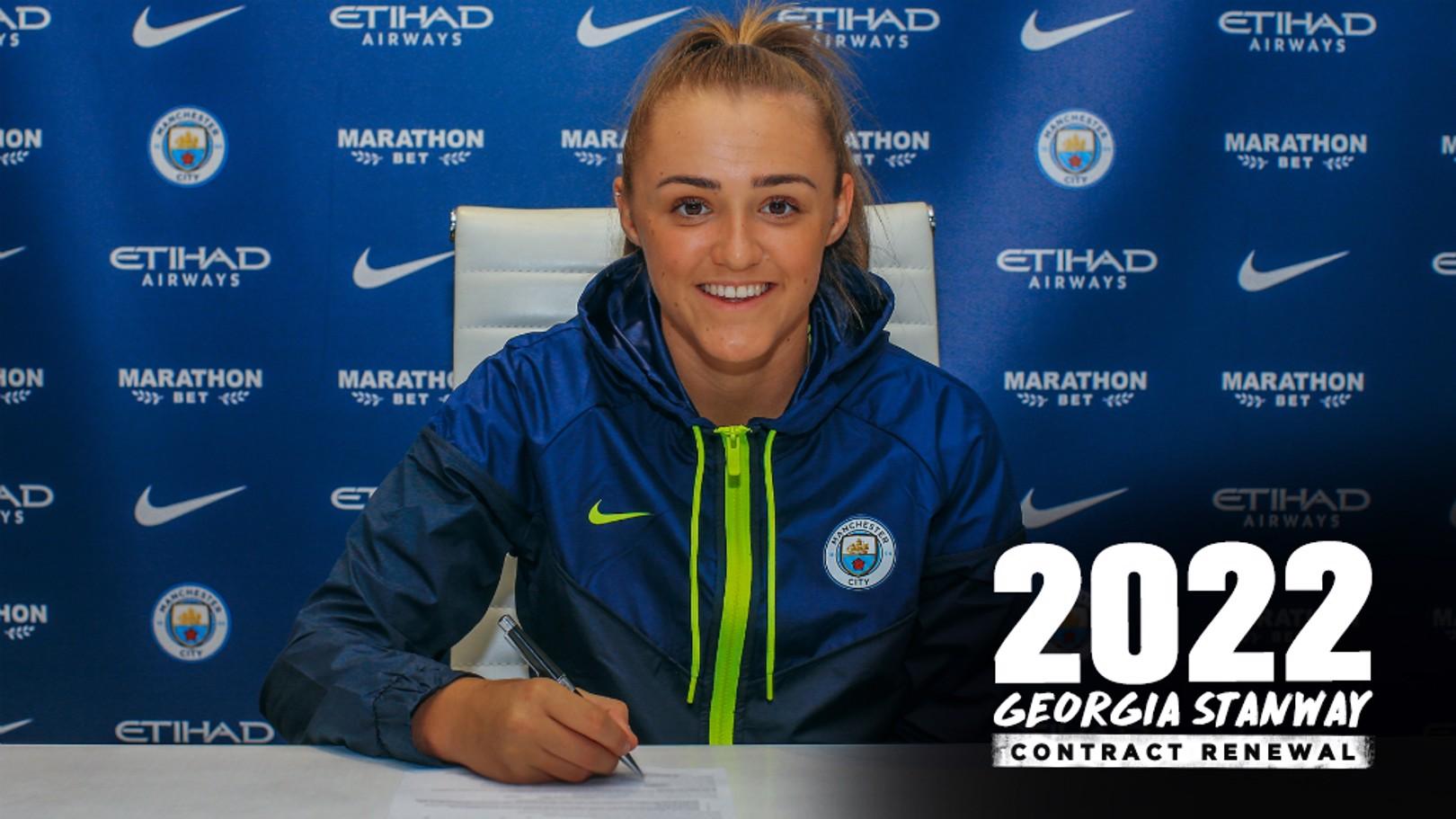 Georgia Stanway firma su nuevo contrato con el Manchester City.