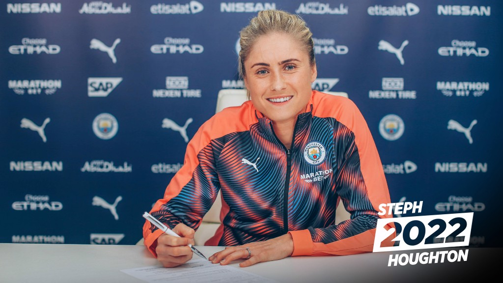 CAPTAIN FANTASTIC: Steph Houghton pens a new deal
