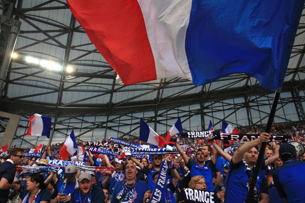 HOSTS: French faithful sing loud and proud