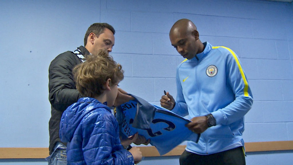 SIGNING: Fernandinho signs a special shirt for Vitor