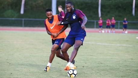Yaya Touré junto a Raheem Sterling en uno de las sesiones de entrenamiento en Estados Unidos.