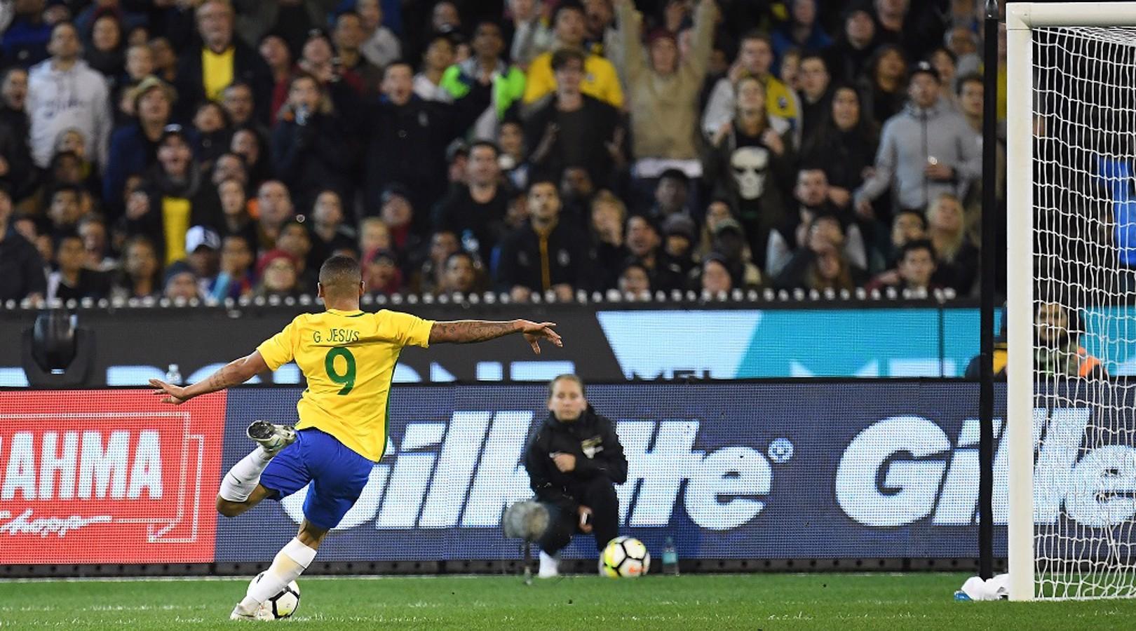 GABRIEL JESUS: Remata ao poste no amistoso com a Argentina