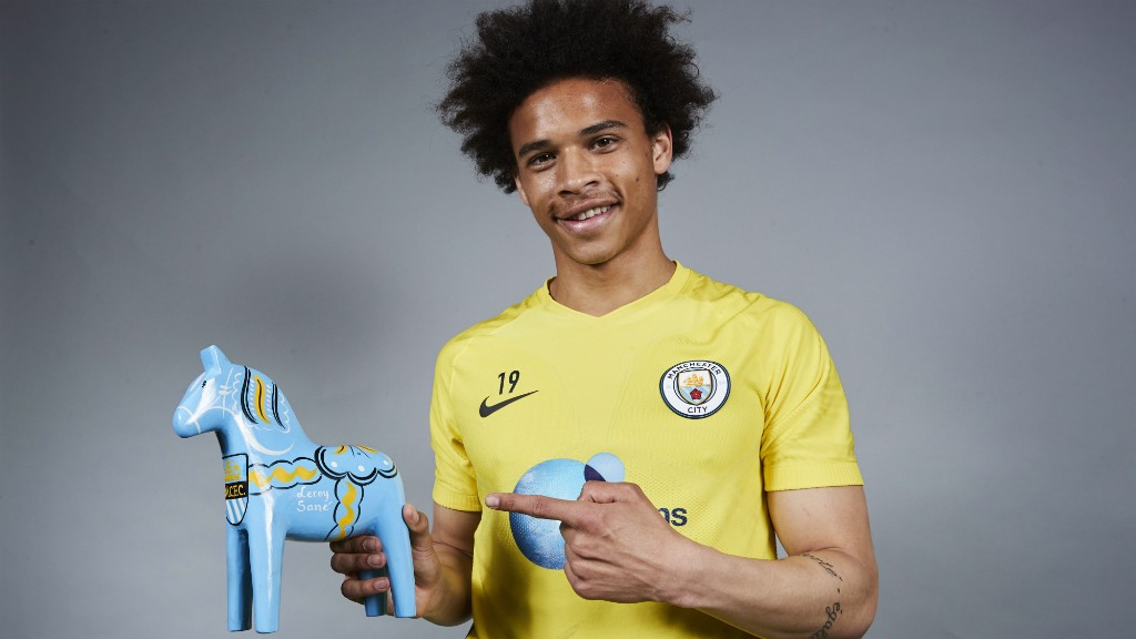 Leroy Sane receives a gift from the Swedish Supporters Club