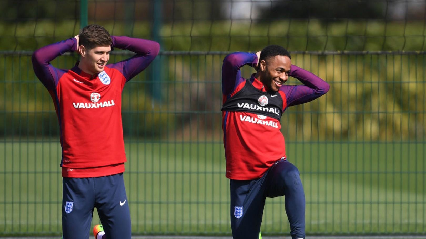 잉글랜드 대표팀에서 훈련 중인 스톤스와 스털링