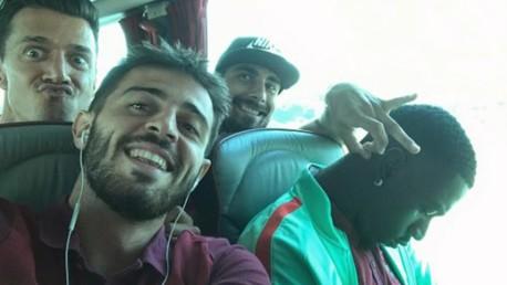 대표팀 동료들과 즐거운 시간을 보내는 베르나르도 실바.