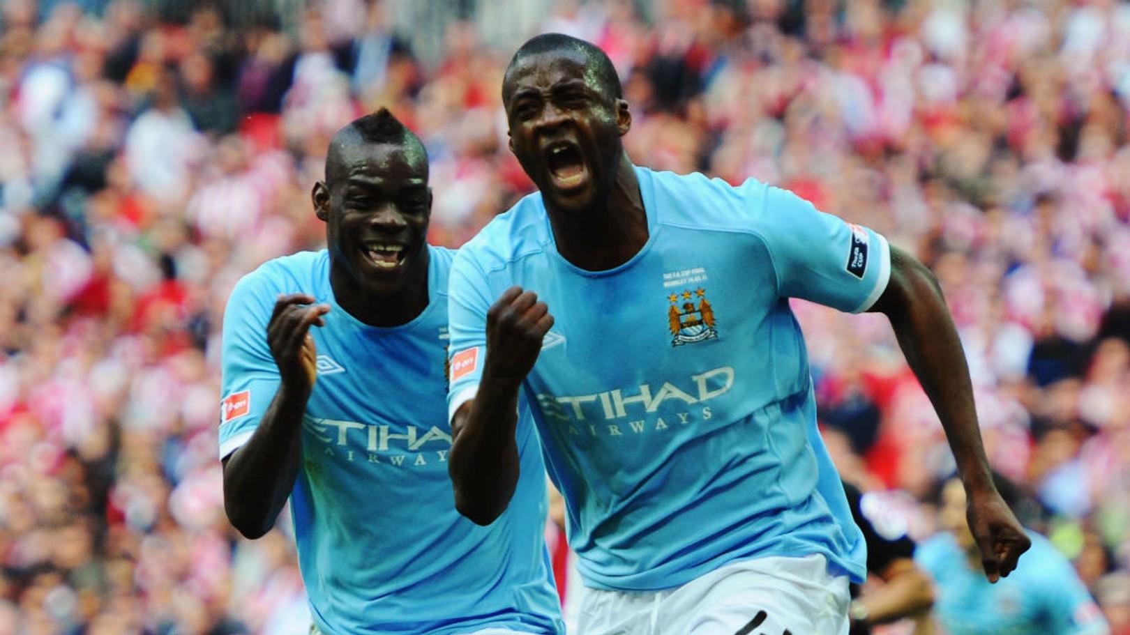 Mario Balotelli y Yaya Touré celebran el gol que dio la FA Cup al City en la final de 2011.