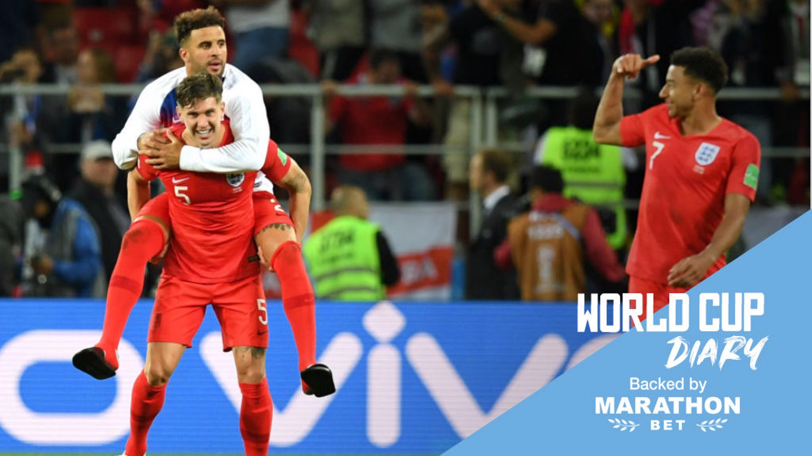 John Stones y Kyle Walker celebran la victoria de Inglaterra.