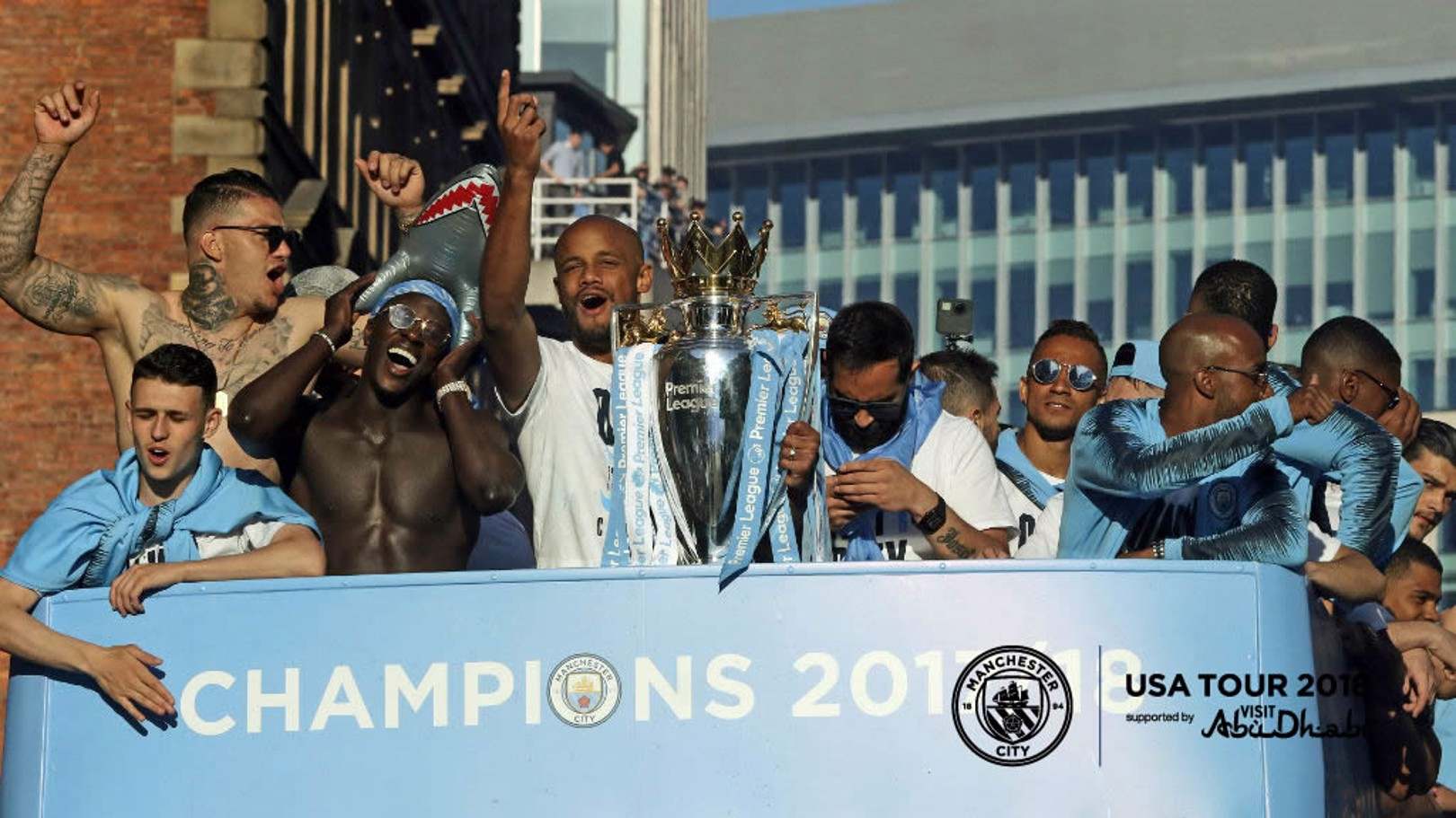 Man City silverware on show in Chicago!