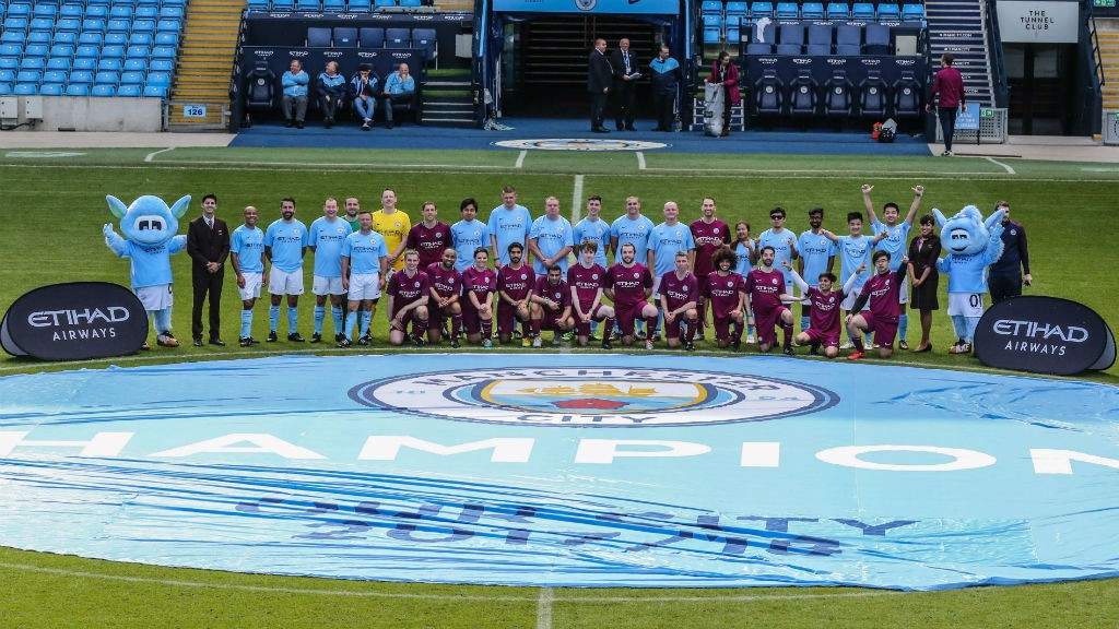 Cityzens-play-on-the-pitch-4
