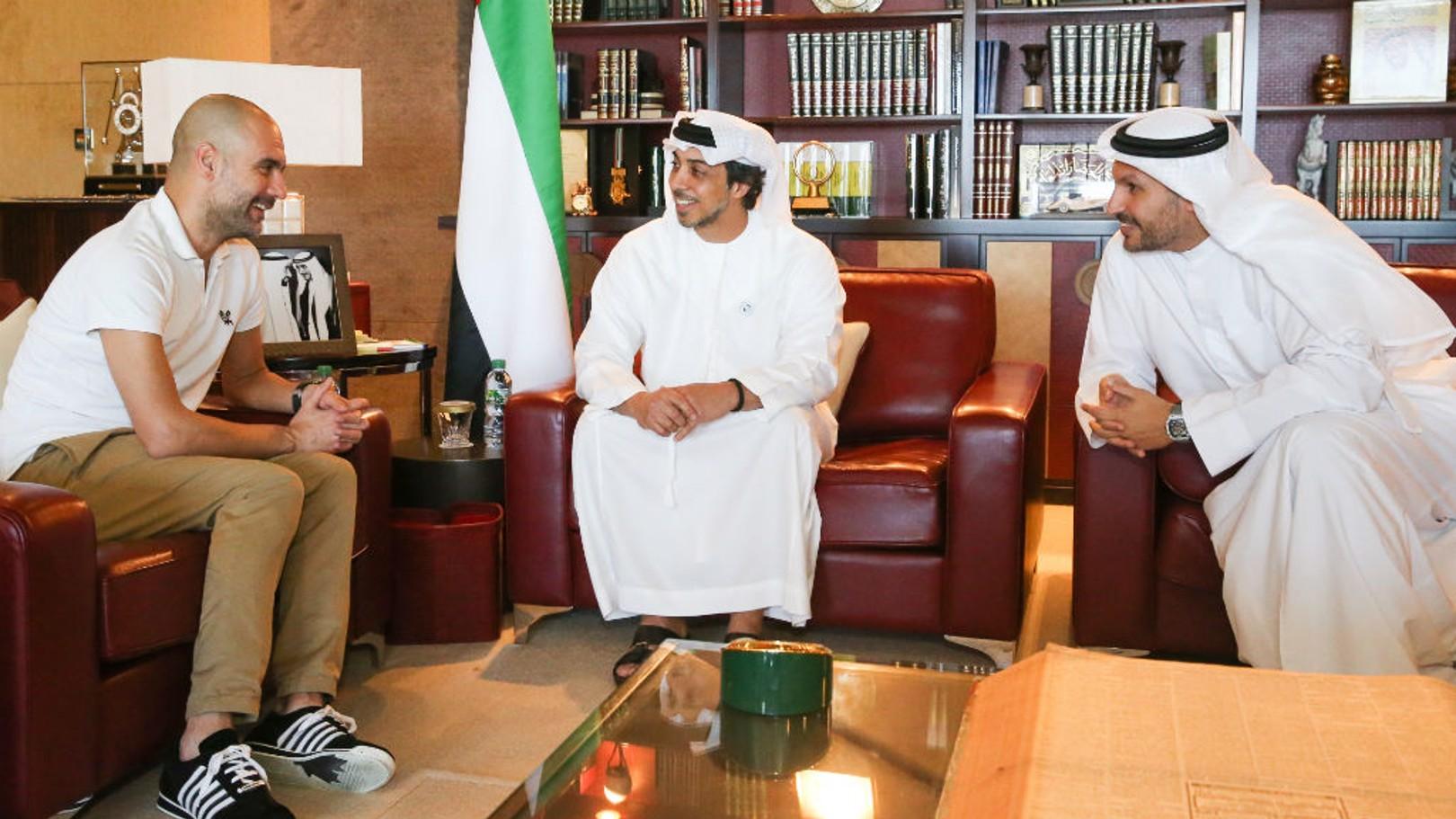 لقاء سمو الشيخ منصور بن زايد آل نهيان ورئيس النادي خلدون المبارك مع المدير الفني بيب جوارديولا.