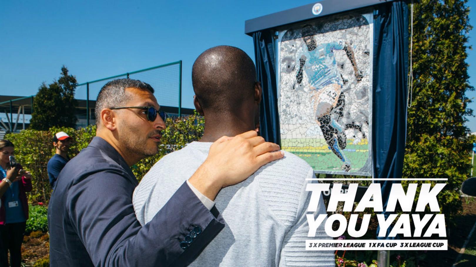 YAYA TOURÉ. Homenaje en la City Football Academy.