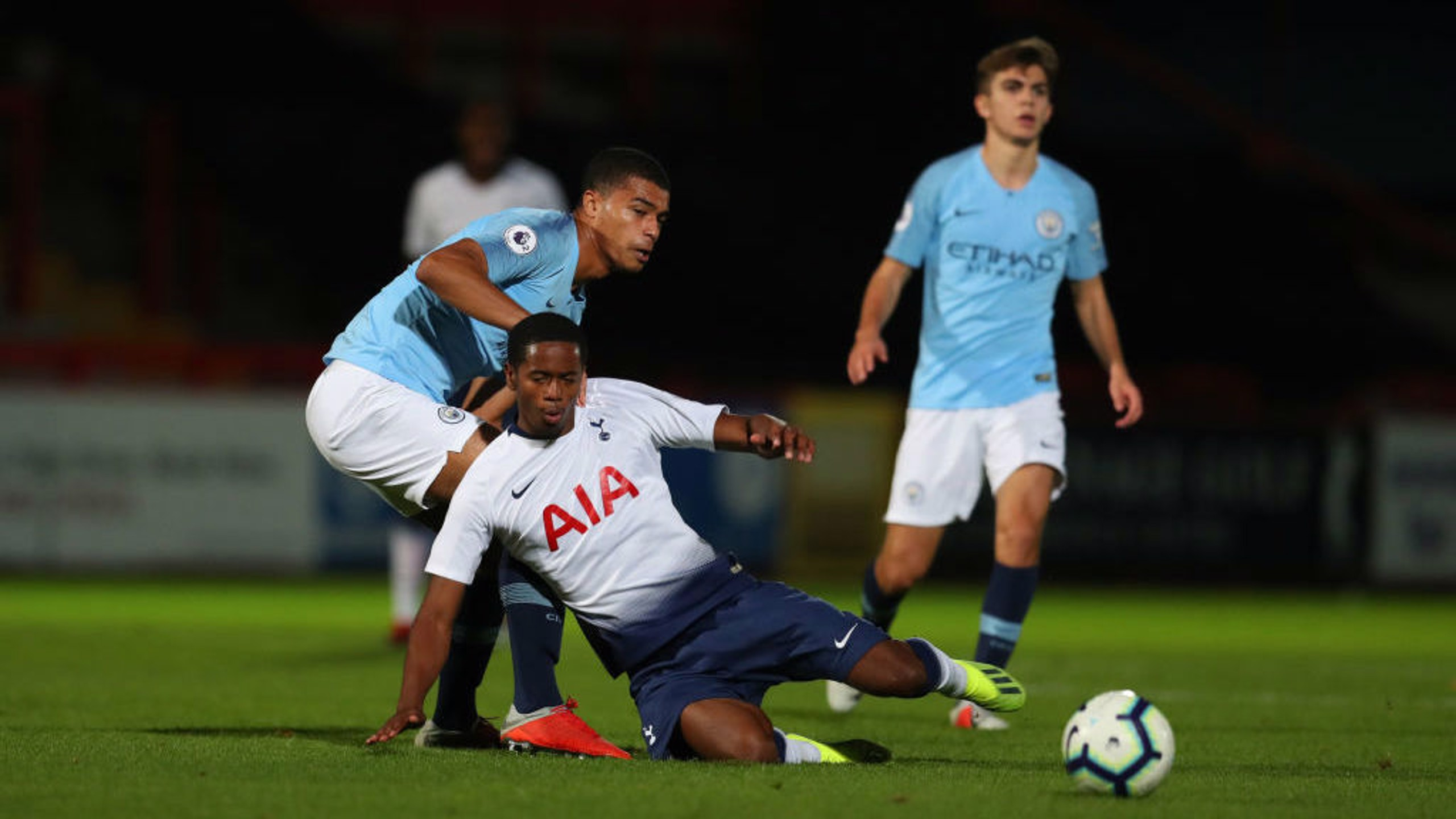 10-man City edged out by Spurs