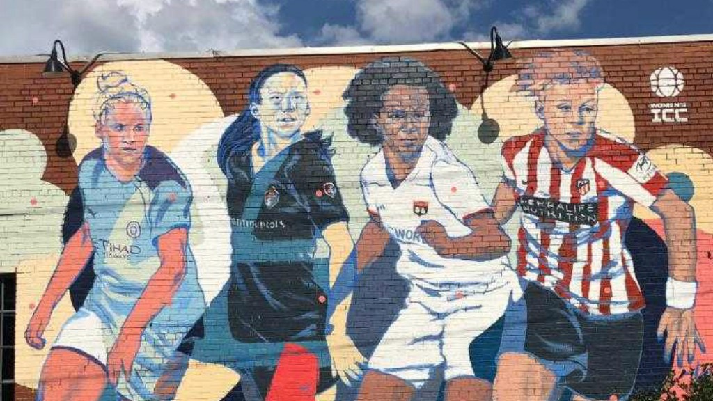 CAPTAIN FANTASTIC: A mural featuring Steph Houghton has been unveiled in Raleigh, North Carolina for the Women's International Champions Cup