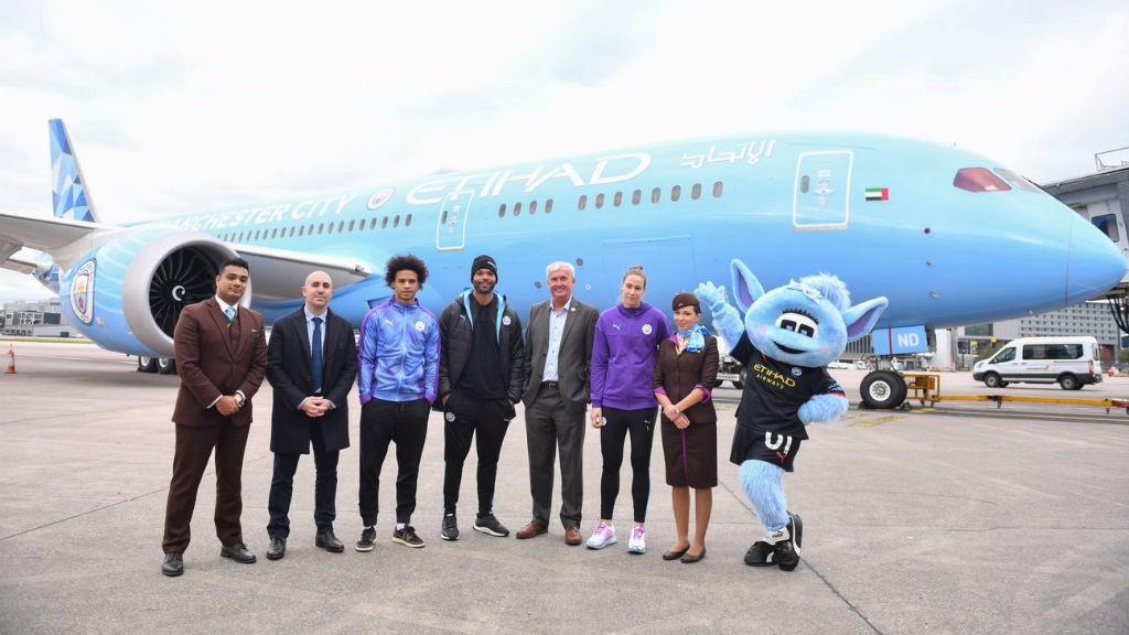 Etihad Airways unveils City livery on Dreamliner