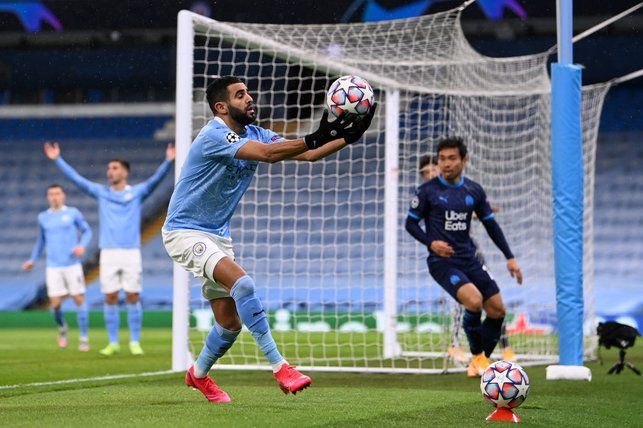 CATCH IT : Riyad Mahrez showing Zack and Ederson what he can do!