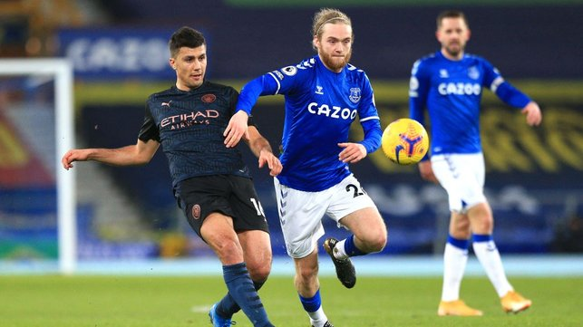 RODRI-GO : Rodri looks to make a move through the Everton midfield.
