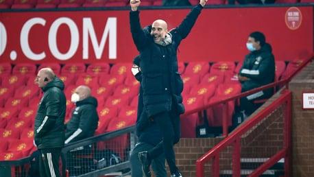 Guardiola recebe o prêmio de Técnico do Mês da Premier League