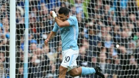Tonton Penghormatan Para Pemain Setelah Sergio Aguero Memecahkan Rekor Gol City
