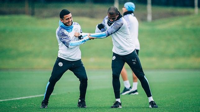 AT ARMS LENGTH : Fernandinho and Ian Cralo Poveda spar for supremacy!