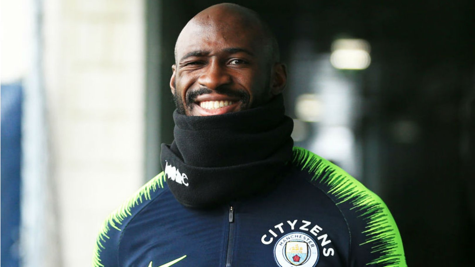 Eliaquim Mangala signs City contract extension