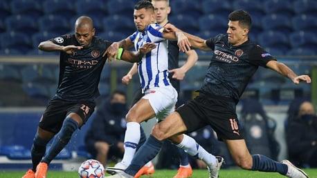 STUCK IN THE MIDDLE: Fernandinho and Rodrigo win back possession from Jesús Manuel Corona