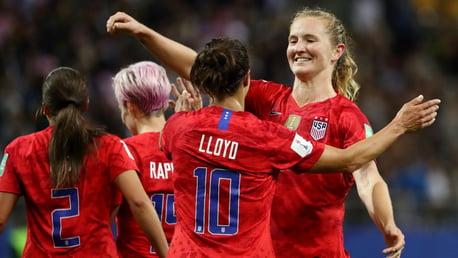 Mewis lauds Lloyd ahead of international milestone