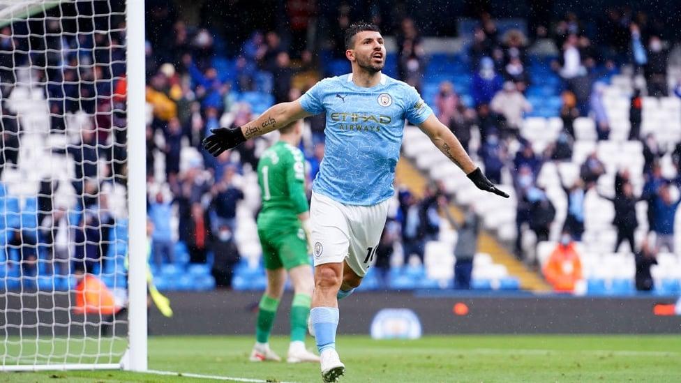 260 : Aguero celebra seu gol de número 260 pelo City