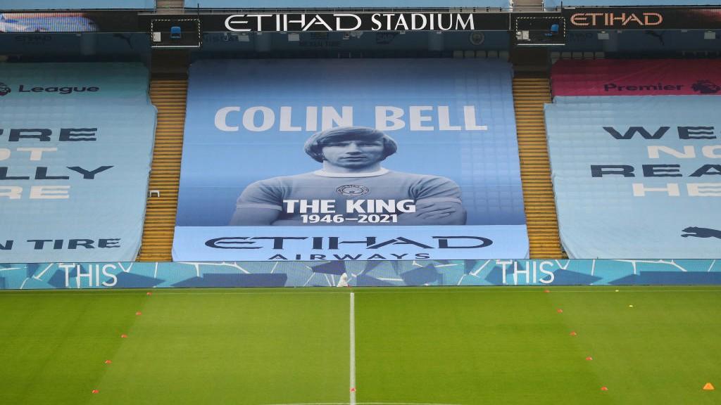 El recuerdo a Colin Bell en la grada del Etihad Stadium.