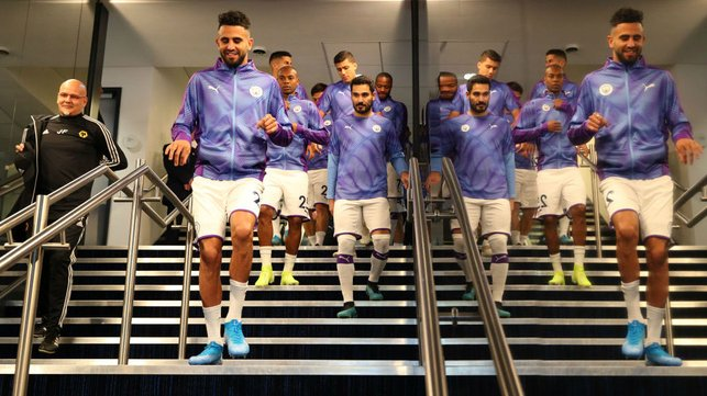 WARM UPS : Mahrez and co head out to warm up prior to kick off.