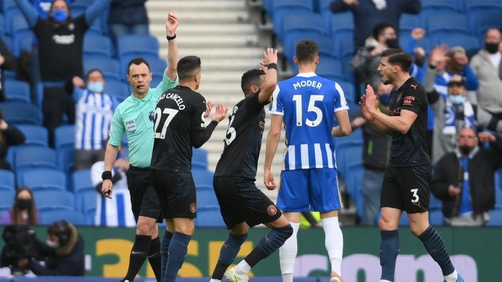 Un City con diez jugadores pierde en un thriller de cinco goles