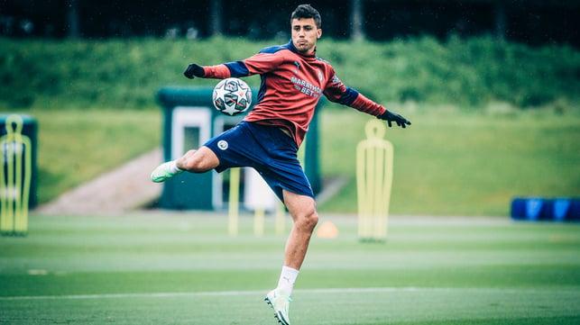 RODRIGO-BATICS: Our midfield anchor goes for an audacious volley